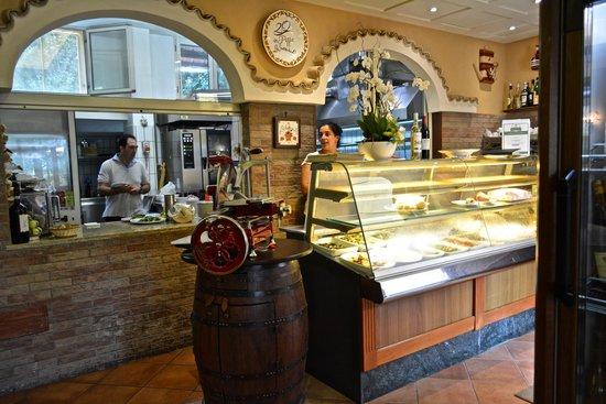 Lo Stuzzichino: Window into kitchen