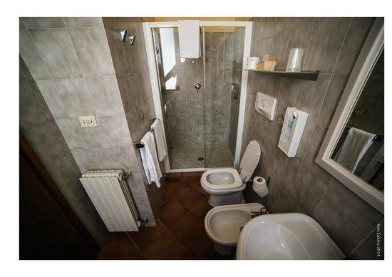 Hotel Mario's : Lovely Room 7 - Bathroom