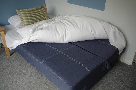 Copenhagen Airport Hotel / Dragor Badehotel : Eine Couch als Bett
