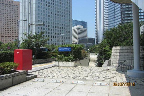 Keio Plaza Hotel Tokyo: Underpass to Tokyo Metropolitan Building