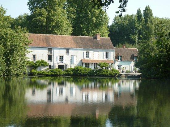 Moulin St Julien : view from riverbank