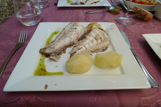 Casa Rita: My plate of besugo / red sea bream cooked to perfection before I devoured it.