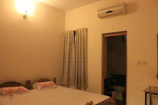 Fort Garden Residency : Room 2
