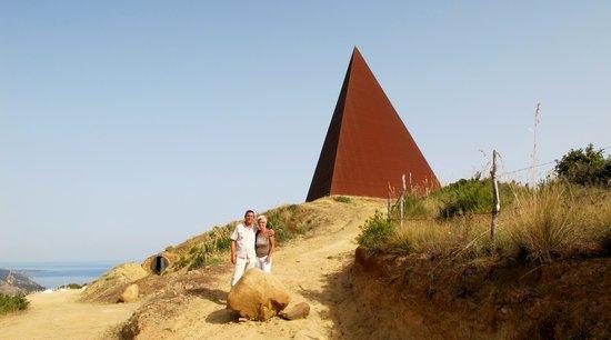Hotel-Museum Atelier sul Mare: Pyramide, Motta d'affermo