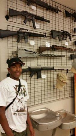 Battlefield Vegas: El Nino standing next to his favorite Call Of Duty gun
