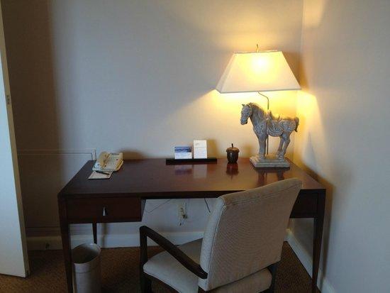 Hyatt Regency Pier Sixty-Six: Harbor Suite - Work Desk