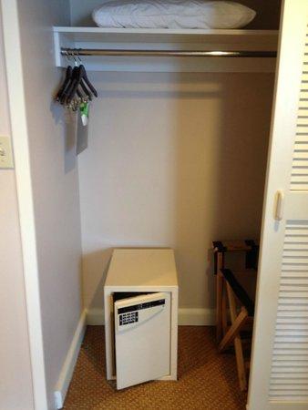 Hyatt Regency Pier Sixty-Six: Harbor Suite - Bedroom Closet