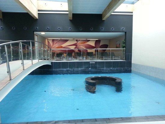 Hotel Le Bristol: Крытый бассейн отеля