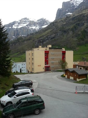 Hotel Le Bristol: Парковка отеля