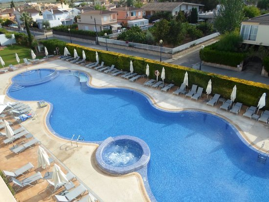 Las Gaviotas Suites Hotel: pool from 4th floor balcony