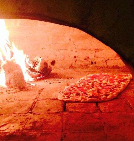 Amici Ristorante Pizzeria : pizza pala !