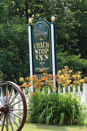 Coach Stop Inn Bed and Breakfast : Beautiful Grounds