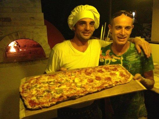 """Amici Ristorante Pizzeria : pizza pala with our friend from """"principe del pacifico"""""""