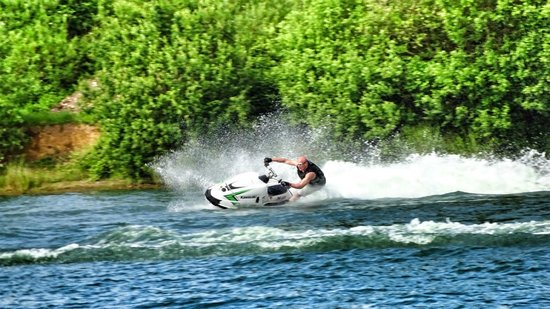 Tyram Park Jet Ski Centre: Awesome Skis!