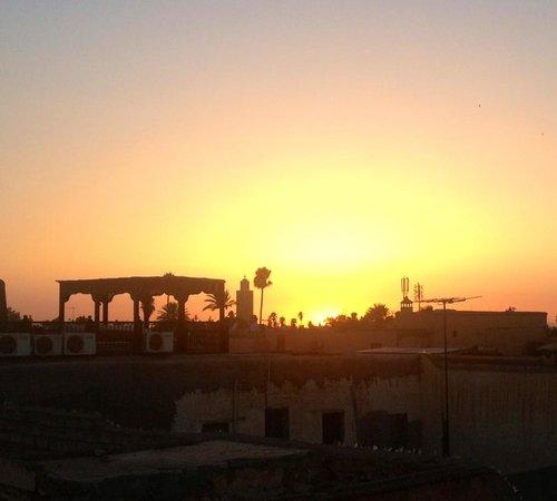 Al Ksar Riad & Spa : Sunset on the roof terrace
