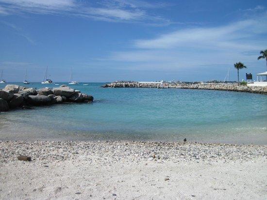 Royal Palm Beach Resort: Smaller Beach Area