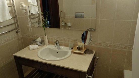Mistral Hotel & SPA: Ванная