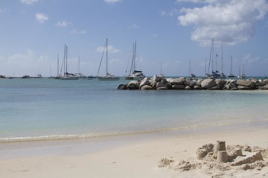 Royal Palm Beach Resort: Larger Beach Area