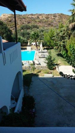 Hotel Irida Plakias: from room 8 Balcony to the pool