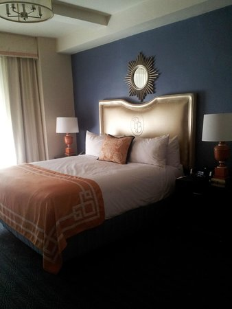 Providence Biltmore, Curio Collection by Hilton: I had to hop up into the bed and it was lovely