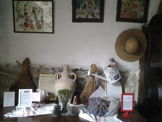 Stratos ArtDeco House : Like living in a small family museum