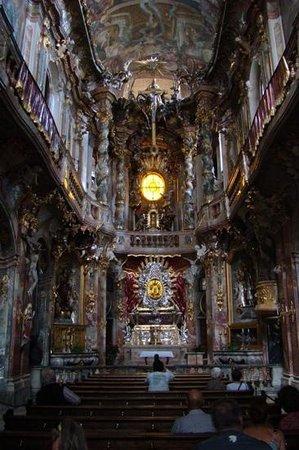 Asamkirche: Altar