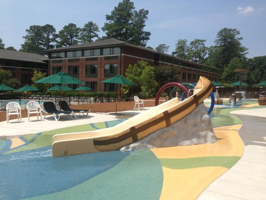 Woodlands Hotel & Suites - Colonial Williamsburg: Slide at Woodlands Pool/Splash Pad