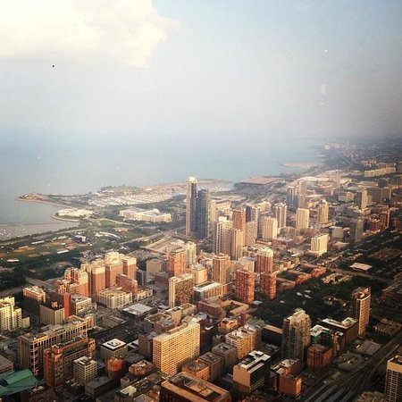 Skydeck Chicago - Willis Tower : View looking north from the Willis Tower Observatory.