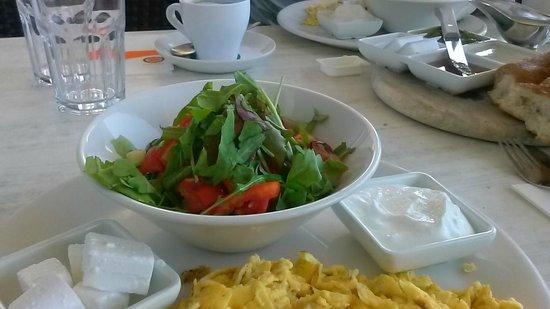 Yotvata BaYir: Israeli Breakfast