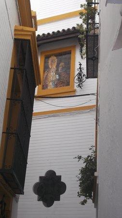 Apartamentos - Suites Santa Cruz: Rincón yendo hacia la catedral