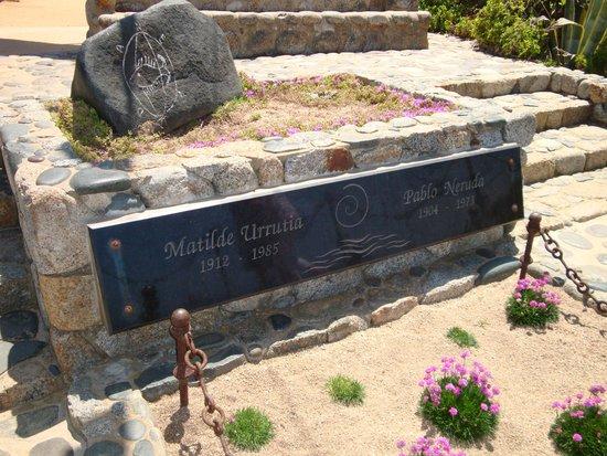 Casa de Pablo Neruda: Pablo Nerudas och hans hustru Matildes grav