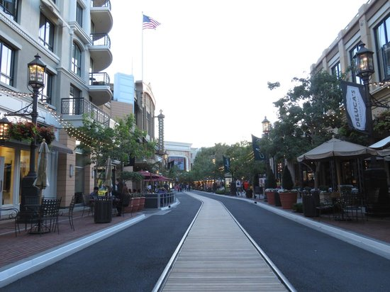 The Americana at Brand: CARUSO STREET