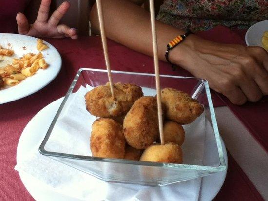 Hotel Costabella: Surtido de croquetas: pollo, queso, de jamón