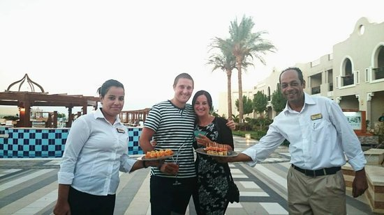 Sunrise Grand Select Arabian Beach Resort: Lovely staff!
