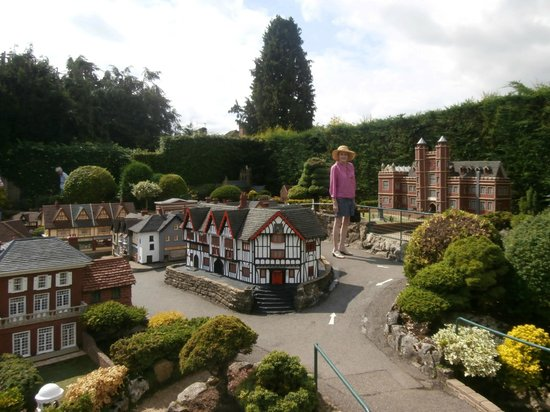 Bekonscot Model Village : A small sectional view of Bekonscot.