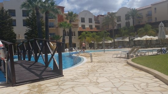 Denia La Sella Golf Resort & Spa : Poolside