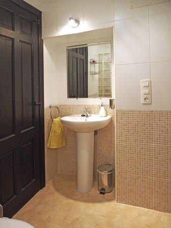 Casa Colina: Lemon suite bathroom
