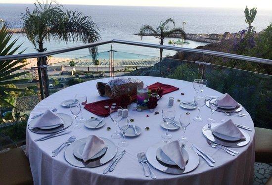 Restaurante Kaia: Tisch mit herrlichem Blick auf die Amadores Bucht
