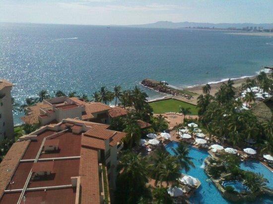Buganvilias Vacation Club: desde el piso 23 la vista que tienes al mar y a las albercas del hotel.