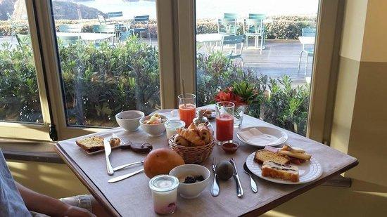 Le Grand Large : Petit-déjeuner