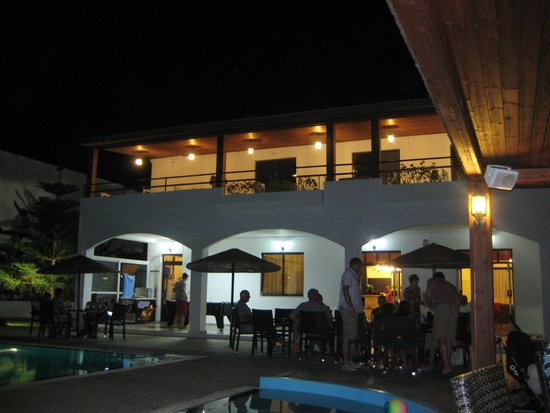 Vallian Village Hotel: Nightime