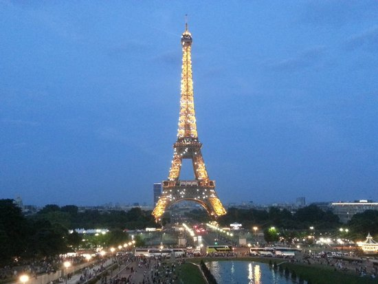 Hotel Longchamp Elysees: View from Trocadero Plaza (three minutes walking distance from the hotel)