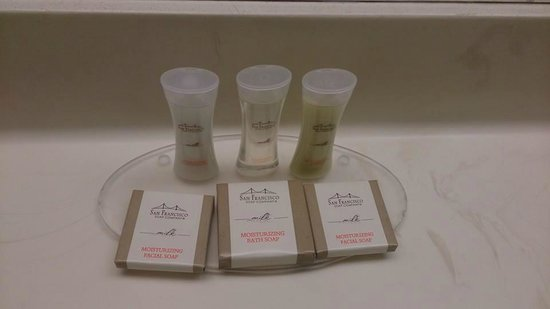 Howard Johnson Anaheim Hotel and Water Playground : Productos de baño