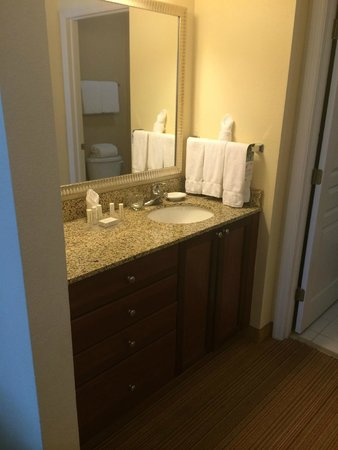 Residence Inn by Marriott Miami Aventura Mall: Vanity area