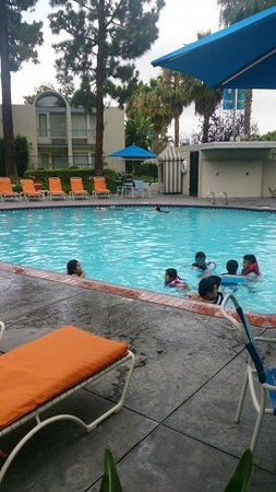 Howard Johnson Anaheim Hotel and Water Playground : Pileta