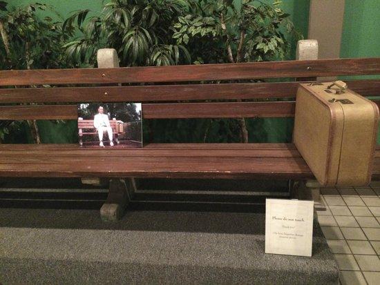 Savannah Visitors Center: Banco original de la pelicula Forest Gump