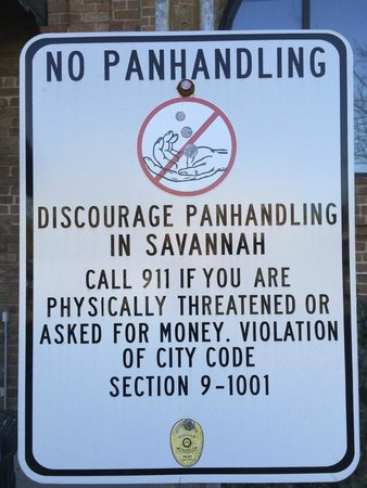 Savannah Visitors Center : Esta prohibido mendigar en Savannah