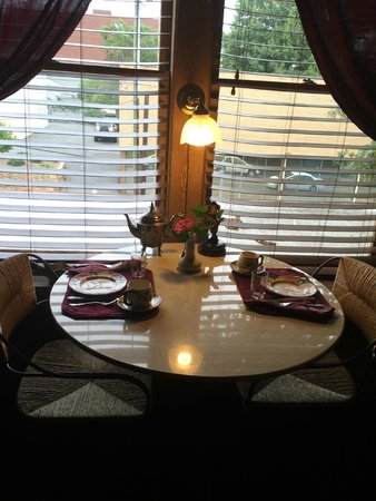 Summit Street Bed and Breakfast Inns: Dining table