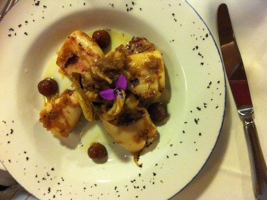 Zintziri Errota: Chipirones con cebolla caramelizada y virutas de trufa