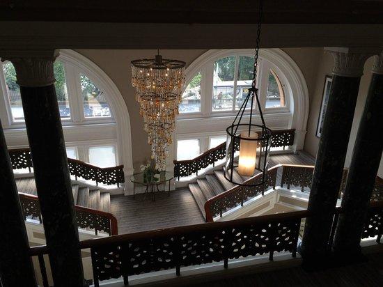 Waldorf Astoria Edinburgh - The Caledonian: Lobby staircase